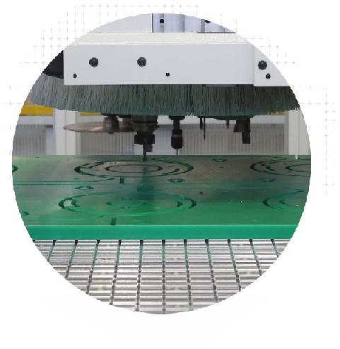 CENTRI DI LAVORO CNC PER MATERIALI PLASTICI E AVANZATI